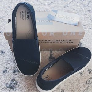 Toms Luca navy slip ons Youth 2 back to school